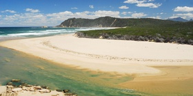 Afrovibe Beach Lodge is situated on Myoli Beach in Sedgefield, centrally located on the Garden Route